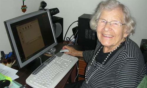 ... а за роботом присматривает бабушка.
