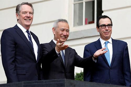 Американо-китайские переговорщики по торговле: торговый представитель США Роберт Лайтхизер, вице-премьер Китая Лю Хэ, министр финансов США Стивен Мнучин